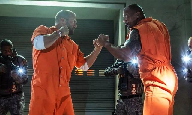 """Không ai có thể phủ nhận độ """"hot"""" của hương hiệu tỷ đô """"Fast&Furious"""" và hai nhân vật được yêu thích từ loạt phim là cựu đặc vụ Luke Hobb (The Rock) và tay phản diện hóa anh hùng Deckard Shaw (Jason Statham) sẽ có màn kết hợp trở lại trong năm 2019 với phần phim riêng."""