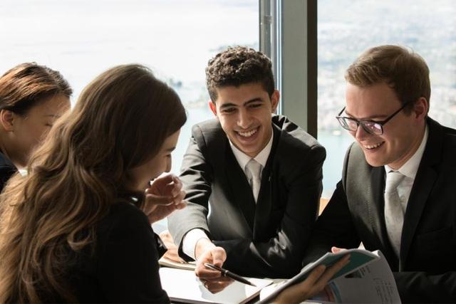 Sinh viên có cơ hội tạo mối quan hệ với nhà tuyển dụng ngay trong thời gian học tập.