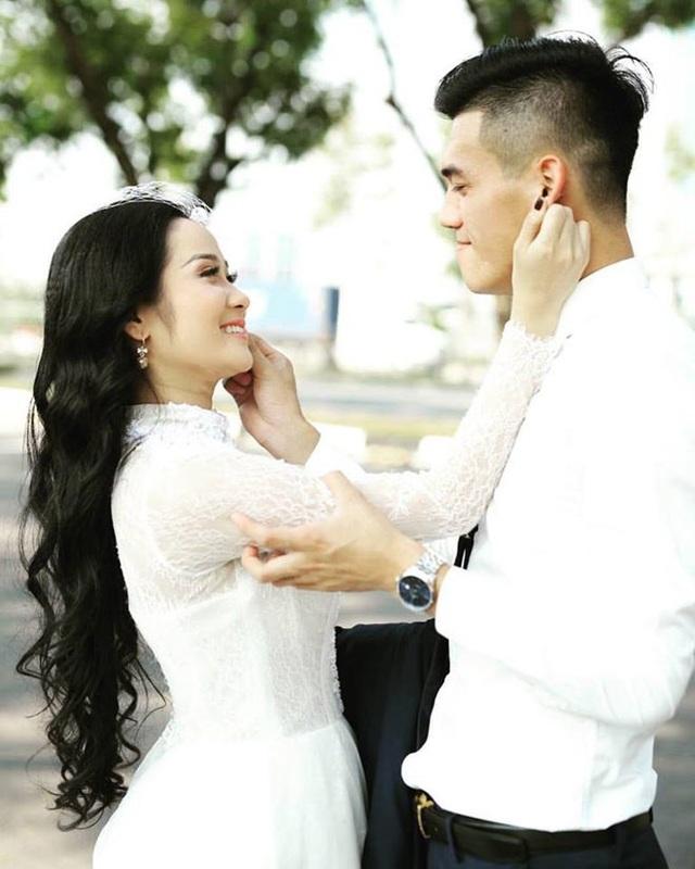 Bộ ảnh khiến fan liên tưởng đến ảnh cưới của hai người