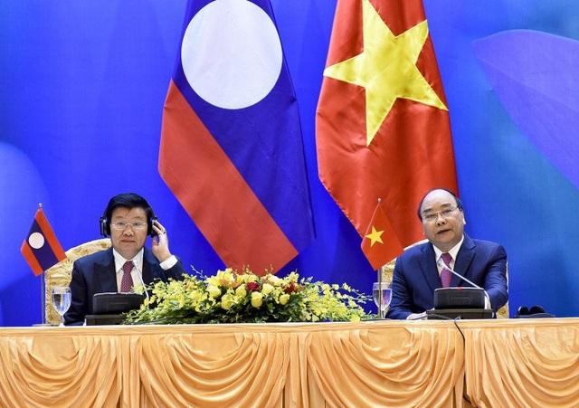 Thủ tướng Nguyễn Xuân Phúc và Thủ tướng Lào đồng chủ trì cuộc họp Ủy ban liên Chính phủ tại Hà Nội