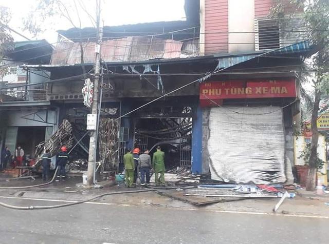 Cháy cửa hàng phụ tùng xe máy, 30 tỷ đồng bị thiêu rụi - Ảnh 2.