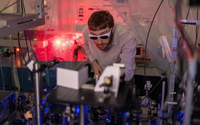 Bắn phá laser giúp tạo ra plasma nguội nhất từ trước đến nay  - Ảnh 2.