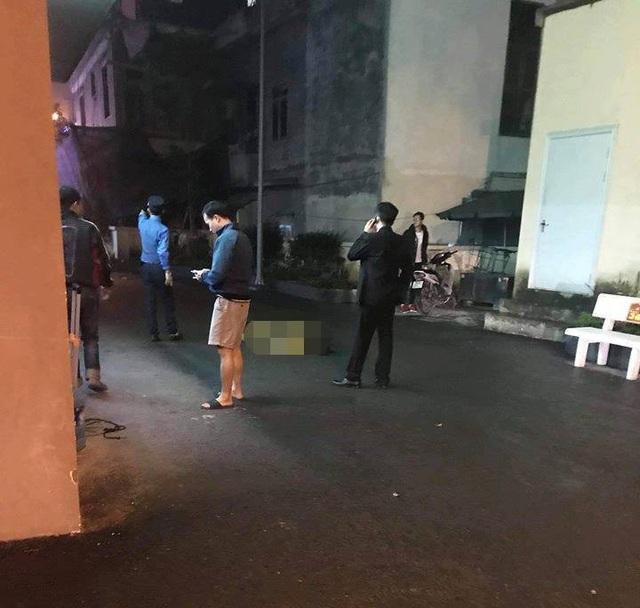 Hà Nội: Người phụ nữ nhảy từ tầng 19 chung cư xuống đất tử vong - Ảnh 1.