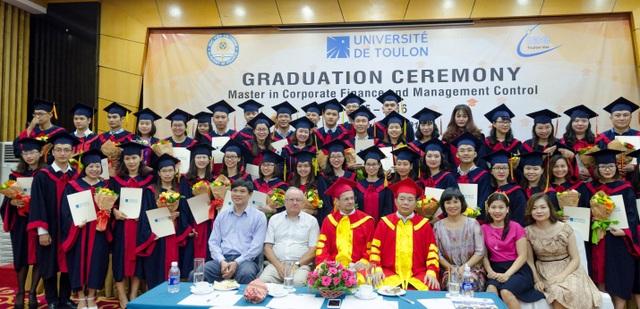 Chương trình Thạc sỹ Tài chính doanh nghiệp và Kiểm soát quản trị được triển khai theo Quyết định số 615/QĐ-BGDĐT ngày 20 tháng 2 năm 2013 và Quyết định gia hạn cấp phép số 737/QĐ-BGDĐT ngày 10 tháng 3 năm 2016 của Bộ Giáo dục và Đào tạo Việt Nam.