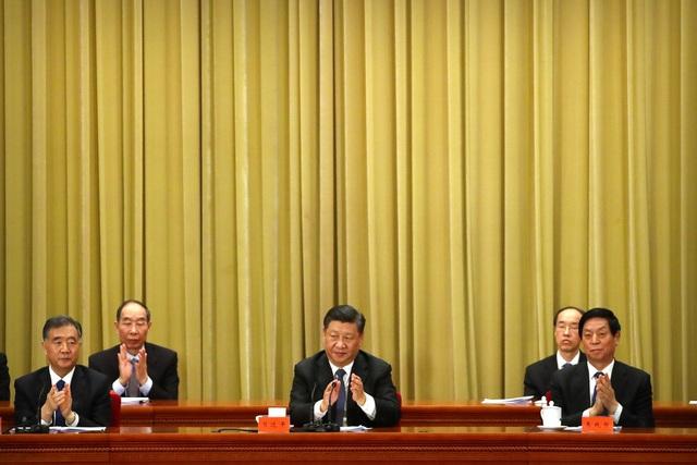 Chủ tịch Tập Cận Bình (giữa) dự sự kiện kỷ niệm 40 năm công bố Thư gửi Đài Loan tại Bắc Kinh hôm 2/1. (Ảnh: Reuters)