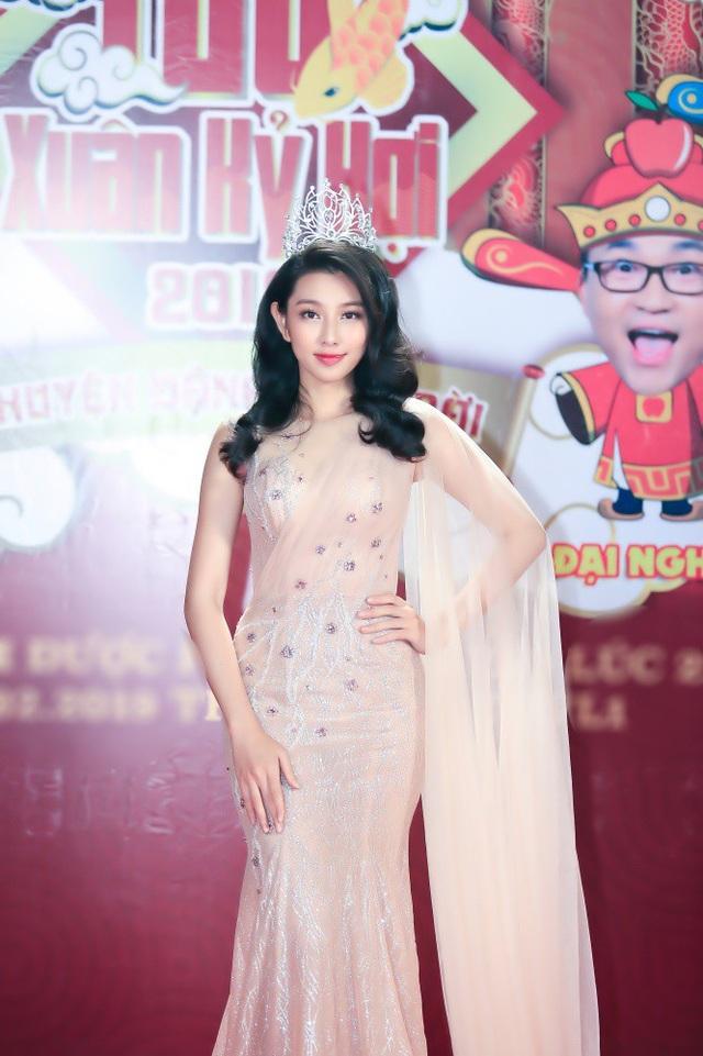 Hoa hậu Nhân Ái Nguyễn Thúc Thùy Tiên cũng tham gia đóng Táo Xuân.