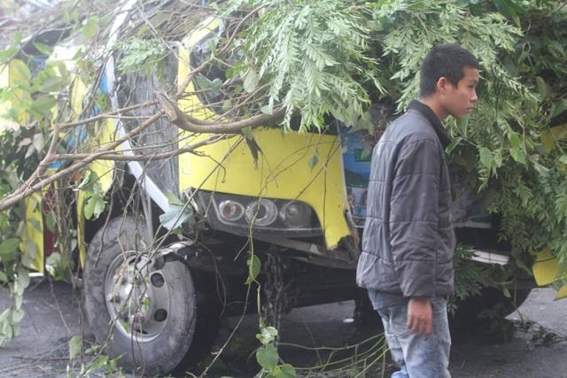 Vụ xe chở đoàn sinh viên rơi xuống vực: Tài xế vượt ẩu ở đường đèo? - Ảnh 4.