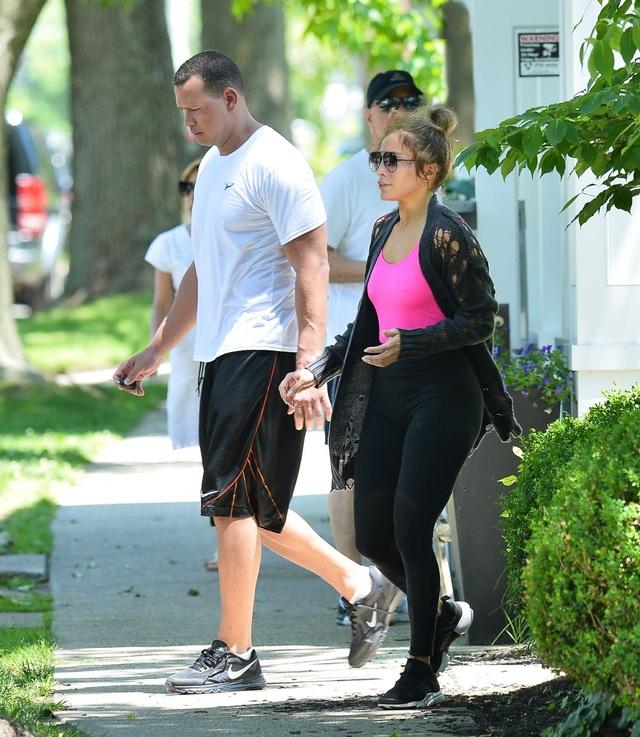 Jennifer Lopez khỏe khoắn đi tập gym cùng bạn trai - Ảnh 5.