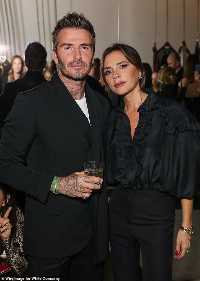 Victoria Beckham thanh lịch bên chồng điển trai - 1
