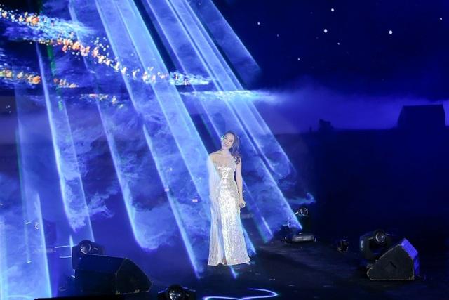 Mỹ Tâm hội ngộ Bích Phương trên sân khấu Đại nhạc hội Technology Party - 1
