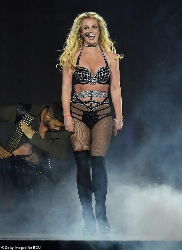 Britney Spears cầu mong fan không lãng quên mình - 2