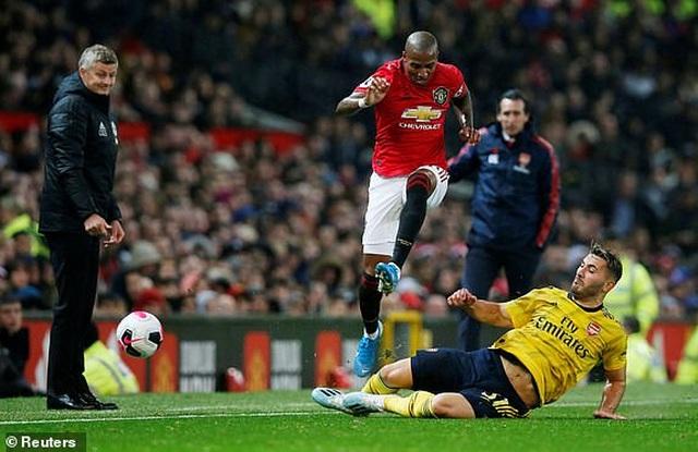 Man Utd 1-1 Arsenal: Chia điểm, chia thất vọng - 21