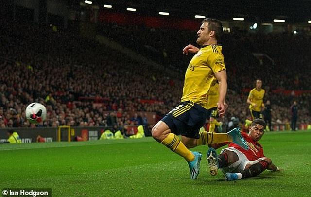 Man Utd 1-1 Arsenal: Chia điểm, chia thất vọng - 14