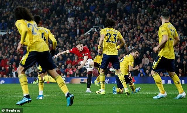 Man Utd 1-1 Arsenal: Chia điểm, chia thất vọng - 18