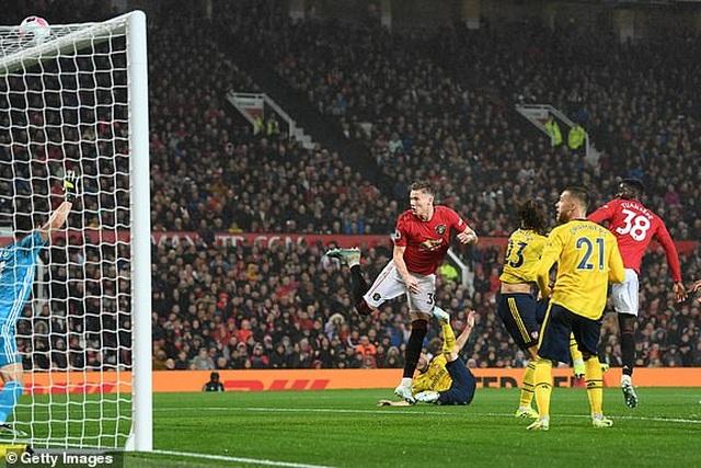 Man Utd 1-1 Arsenal: Chia điểm, chia thất vọng - 23