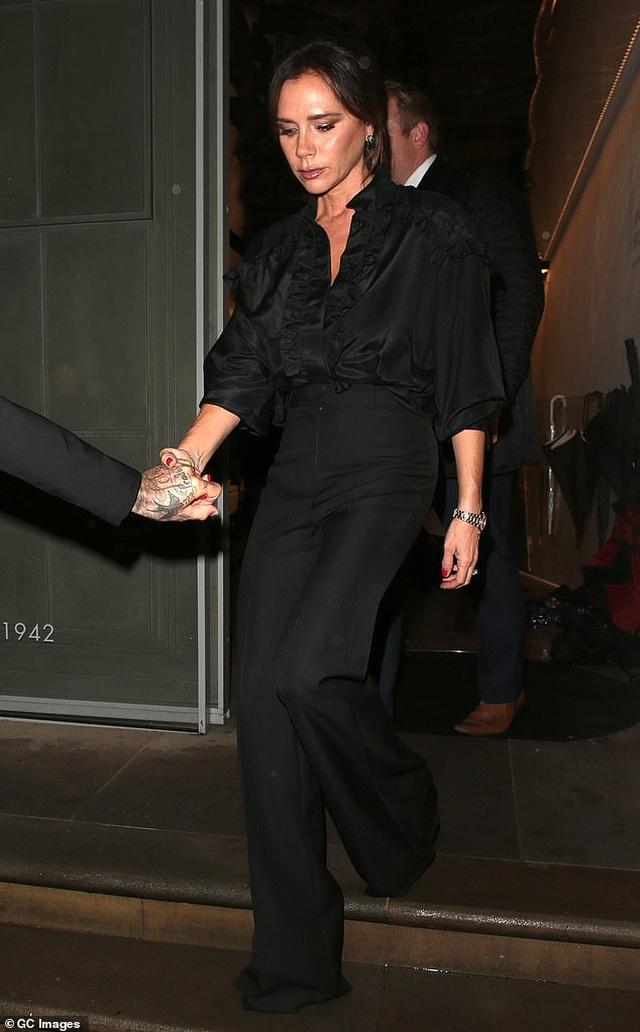 Victoria Beckham thanh lịch bên chồng điển trai - 2