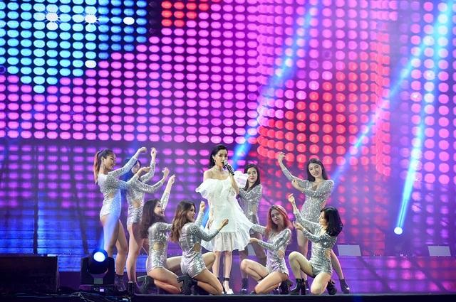 Mỹ Tâm hội ngộ Bích Phương trên sân khấu Đại nhạc hội Technology Party - 2