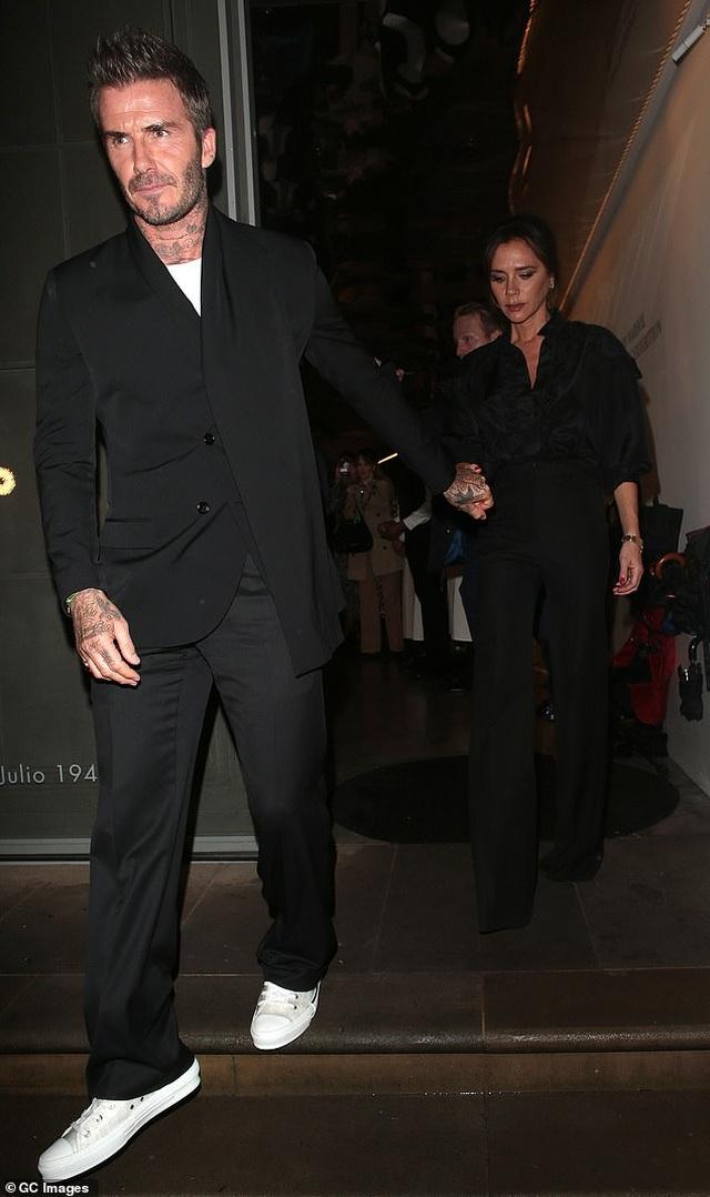 Victoria Beckham thanh lịch bên chồng điển trai - 3