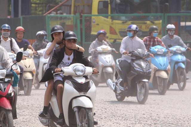 Hà Nội khuyến cáo người dân nên đeo khẩu trang khi ra đường - 2