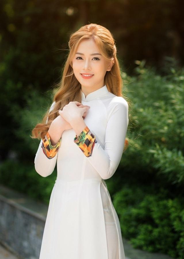 a-hau-bui-phuong-nga-dep-diu-dang-trong-bo-anh-ky-yeu-cuoi-capdocx-1569935695722.jpeg