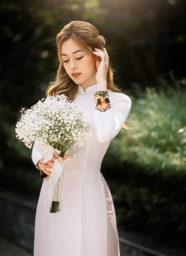 Á hậu Bùi Phương Nga đẹp dịu dàng trong bộ ảnh chia tay thời sinh viên - 8
