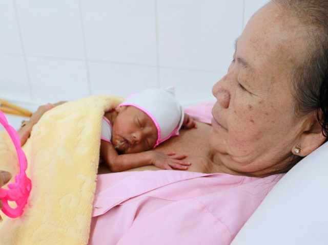 Cần Thơ: Bà mẹ sinh thường 3 em bé khoẻ mạnh - 2