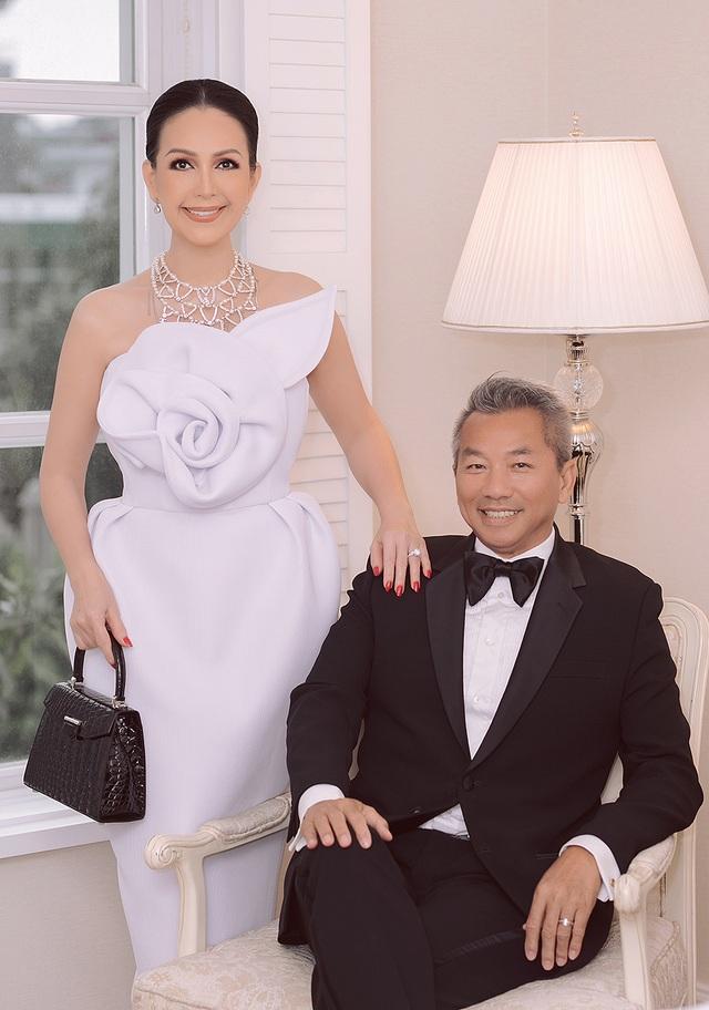 Diễm My 7X và ông xã ngọt ngào kỷ niệm 25 năm ngày cưới - 11