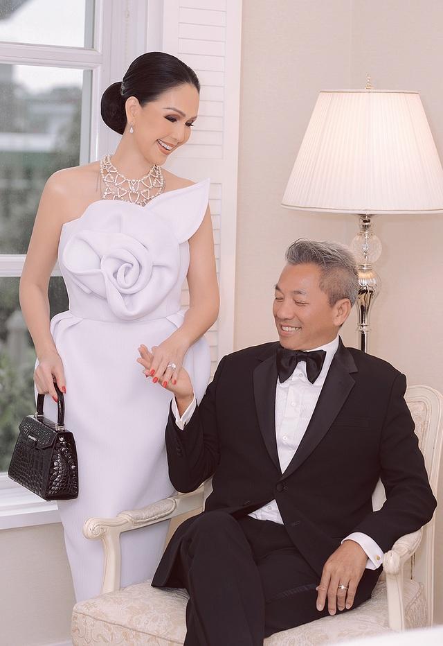 Diễm My 7X và ông xã ngọt ngào kỷ niệm 25 năm ngày cưới - 6