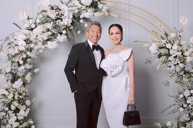 Diễm My 7X và ông xã ngọt ngào kỷ niệm 25 năm ngày cưới - 4