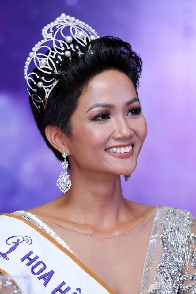 """Hoàng Thuỳ khoe nhan sắc """"lên hương"""" nhờ chỉnh răng trước thềm Miss Universe 2019 - 6"""