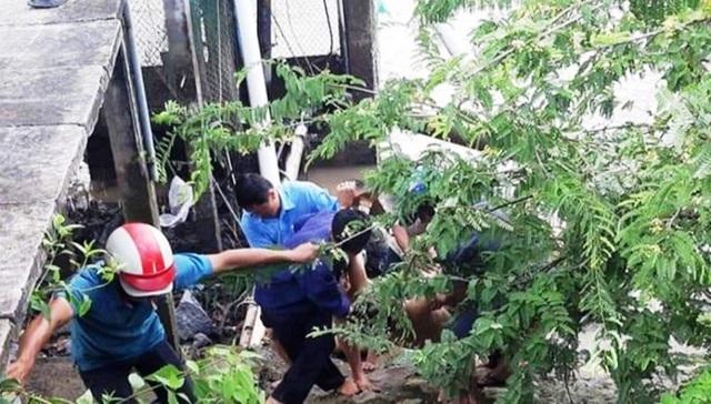 5 công nhân cấp thoát nước bị điện giật, 2 người tử vong - 1