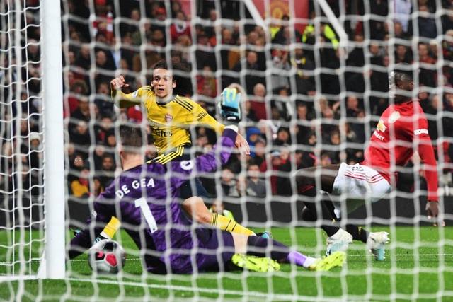Những khoảnh khắc chia điểm thất vọng giữa Man Utd và Arsenal - 10