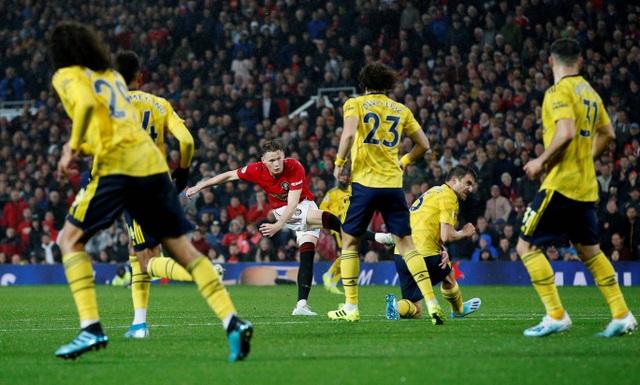 Những khoảnh khắc chia điểm thất vọng giữa Man Utd và Arsenal - 11