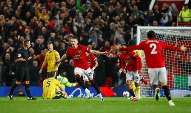 Những khoảnh khắc chia điểm thất vọng giữa Man Utd và Arsenal - 12
