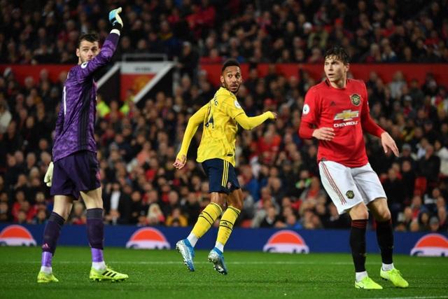 Những khoảnh khắc chia điểm thất vọng giữa Man Utd và Arsenal - 16