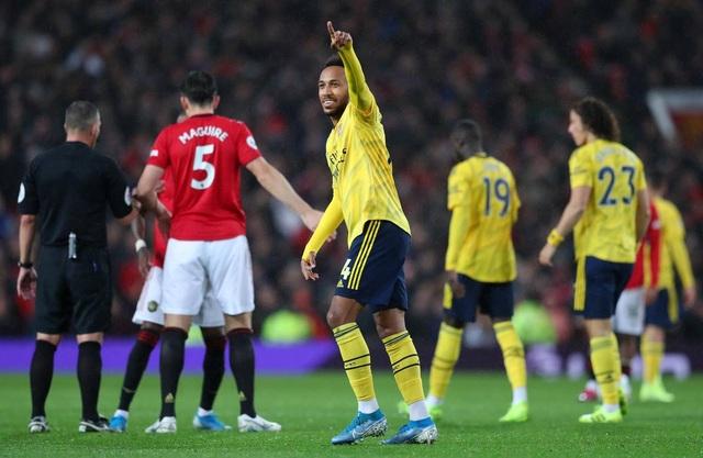 Những khoảnh khắc chia điểm thất vọng giữa Man Utd và Arsenal - 17