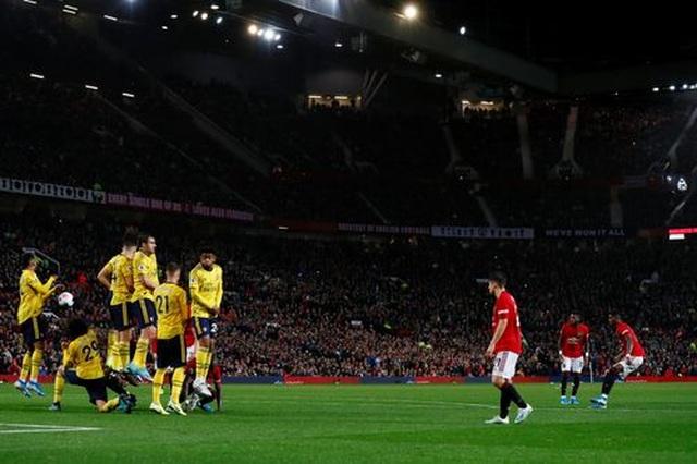 Những khoảnh khắc chia điểm thất vọng giữa Man Utd và Arsenal - 18