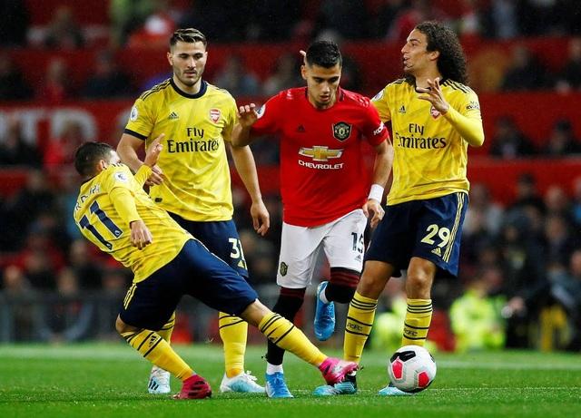 Những khoảnh khắc chia điểm thất vọng giữa Man Utd và Arsenal - 8