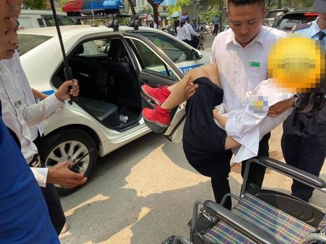 Nữ sinh Hà Nội bị cành Cây rơi trung đầu bất tỉnh, được CSGT đưa đi cấp cứu - 1
