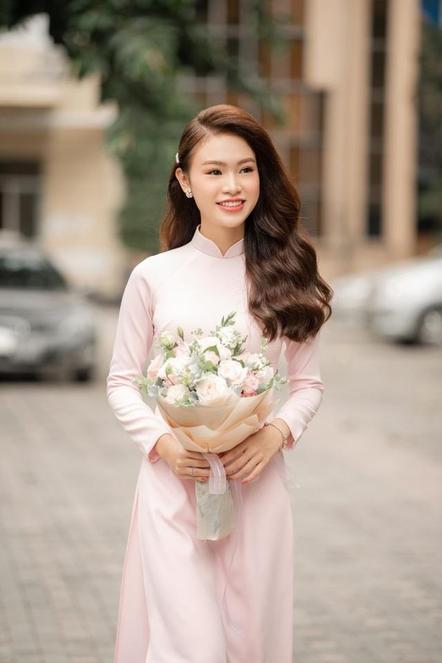 """""""Cô gái vàng"""" của làng Hoa hậu Việt Nam tốt nghiệp ĐH Ngoại thương loại xuất sắc - 2"""