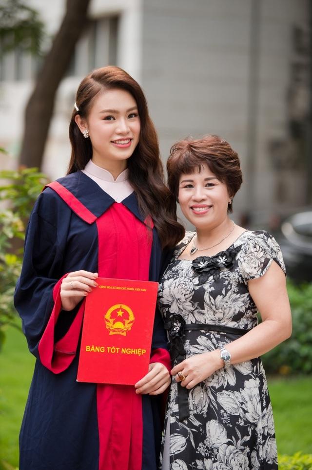 """""""Cô gái vàng"""" của làng Hoa hậu Việt Nam tốt nghiệp ĐH Ngoại thương loại xuất sắc - 11"""