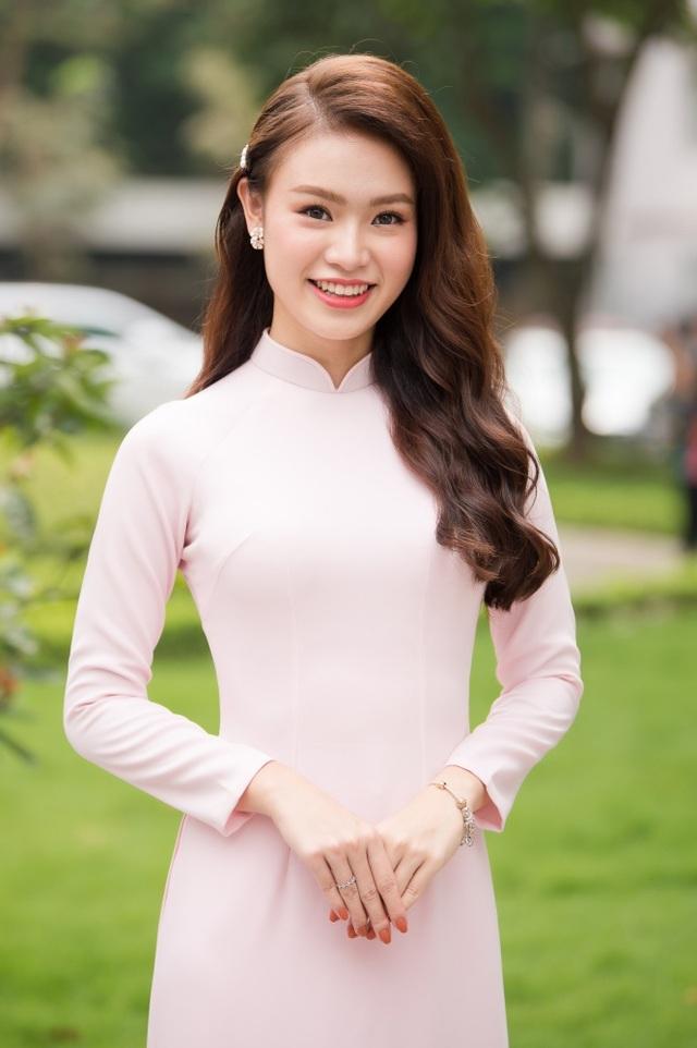 """""""Cô gái vàng"""" của làng Hoa hậu Việt Nam tốt nghiệp ĐH Ngoại thương loại xuất sắc - 1"""