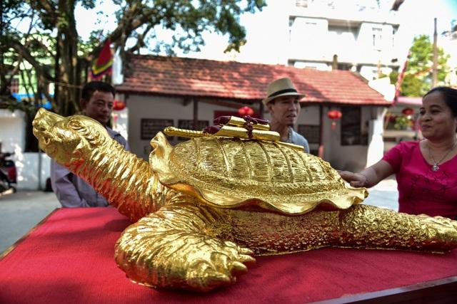 Mục sở thị cụ rùa mạ vàng 9999, giá trăm triệu đồng không bán - 2