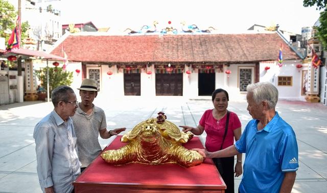 Mục sở thị cụ rùa mạ vàng 9999, giá trăm triệu đồng không bán - 1