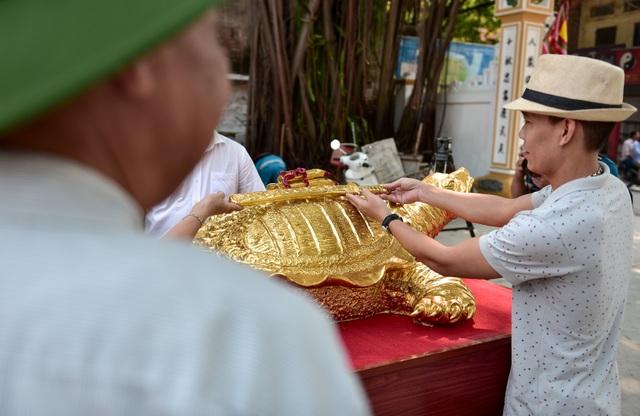 Mục sở thị cụ rùa mạ vàng 9999, giá trăm triệu đồng không bán - 9