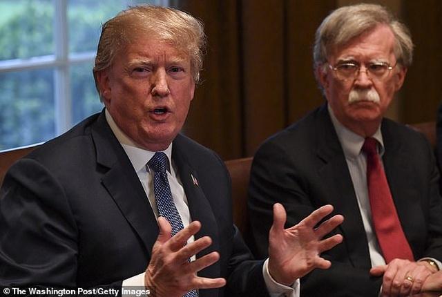 """Phát biểu lần đầu hậu mất chức, cựu cố vấn """"diều hâu"""" bất đồng sâu sắc với ông Trump - 1"""