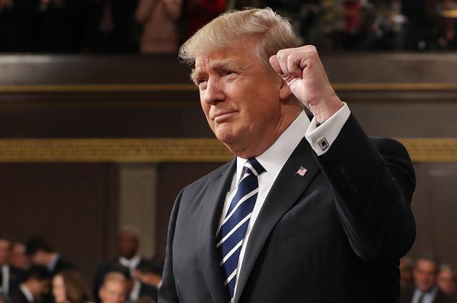 """Ông Trump khoe chi 2.500 tỷ USD cho dàn vũ khí """"tuyệt vời nhất"""" - 1"""