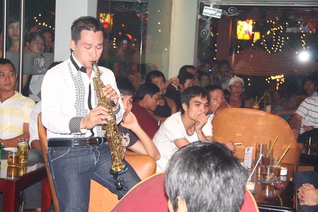 Hồ Ngọc Hà, Hồng Nhung thương tiếc sự ra đi của saxophone Xuân Hiếu - 3