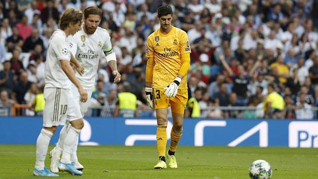 Quyết định lạ lùng của HLV Zidane khi Real Madrid thua 2 bàn - 2