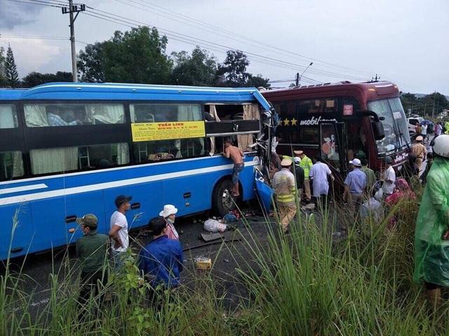 Hai xe khách va chạm nhau, 7 người bị thương - 1